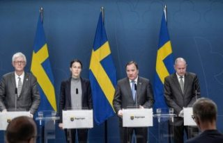 İsveç başbakanı ve yetkililer koronavirüs konulu...