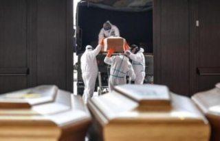 İtalya'da koronavirüs nedeniyle ölenlerin...