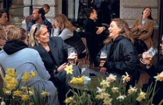 Zengin kadınlar karantina uygulanmayan İsveç'e...