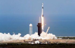 SpaceX, Crew Dragon uzay aracını başarılı bir...