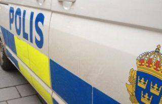 Eskilstuna'da polis elinde makasla sağa solan,...