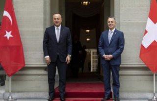 Çavuşoğlu'ndan Yunanistan ve Fransa'ya...