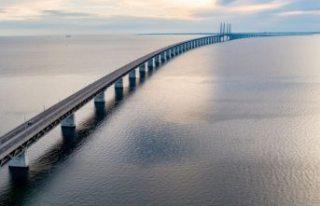 Rus savaş gemisi Öresund Köprüsü'nde kaza...