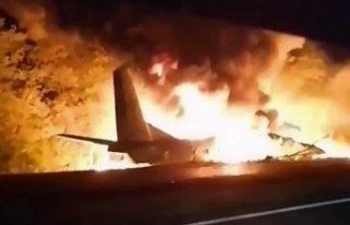 Ukrayna'da askeri uçak düştü, 22 kişi hayatını...