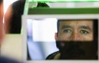 Kimlik doğrulamak için yüz tanıma teknolojisi...