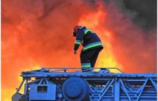 Sekiz saat boyunca yanan ICA mağazası tamamen yok...