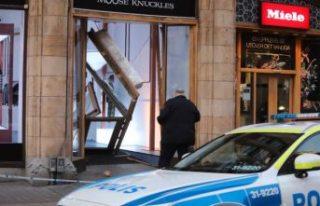 Stockholm'de hırsızlar lüks mağazaya arabayla...