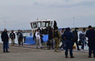 AB sınır gücü Frontex, Yunanistan'ın göçmenlere...