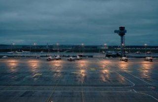Brandenburg Havalimanı 9 yıl gecikmeyle hizmete...