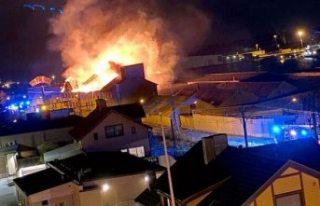 Eski fabrika çıkan yangında büyük hasar gördü