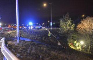 Kadın sürücü ile polis kovalamacası kazayla son...
