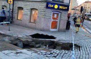 Stockholm merkezinde kaldırım çöktü