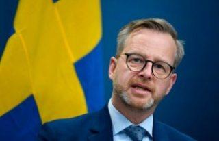 İçişleri bakanı Mikael Damberg, yeni kısıtlamaları...