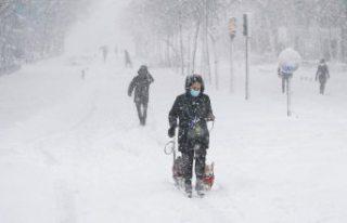 Kar fırtınası ülkeyi esir aldı: Ulaşım durdu,...