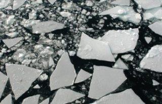 İsveç'te donmuş gölde buzun kırılması...