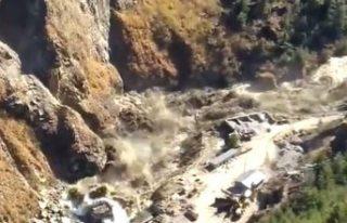 Nehre düşen buzul barajı yıktı: 150 kişinin...