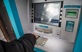Talihsiz kadın, bankaya para yatırmak isterken,...
