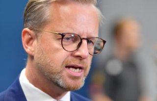 İçişleri Bakanı Mikael Damberg'den gösteri...