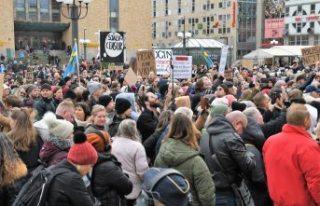 İsveç'te Kovid-19 kısıtlamaları protesto...