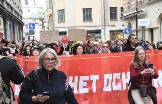 Stockholm'de yüzlerce kişi Kovid-19 kısıtlamalarını...