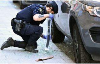 Stockholm'de araçlara bıçaklı saldırı