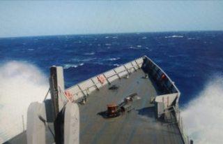 Doğu Akdeniz'de içerisinde 45 kişinin bulunduğu...