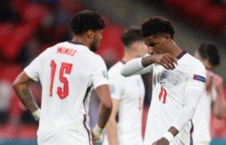 Euro 2020 heyecanı yerini 'ırkçılık'...