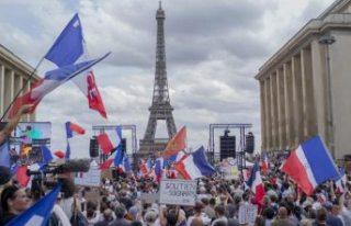 Fransa ve İtalya'da on binler 'aşı kartı'...
