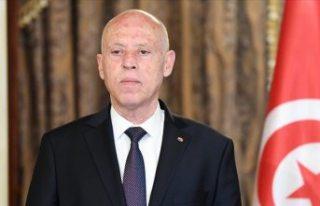Tunus'ta Cumhurbaşkanı, Başbakanı görevden...