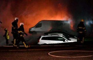 Stockholm'de çıkan garaj yangınında 200 araç...