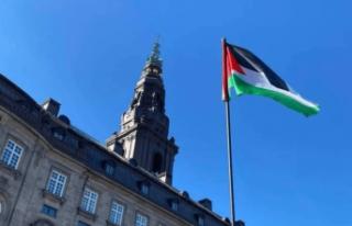 Danimarka'da parlamento binasında Filistin bayrağı...