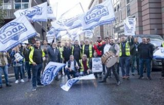 Londra'da Türk şoförler halaylarla Uber'i protesto...