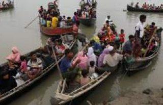 Arakanlı Müslümanları taşıyan teknede 10 çocuk...