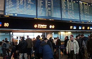 Arlanda'da pasaport kontrol sistemi çöktü! Yolcular...