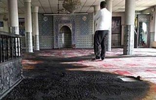 Avrupa'da bir cami daha ateşe verildi!