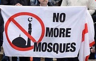 Avrupa'da dehşete düşüren vaat: Cami yakana...