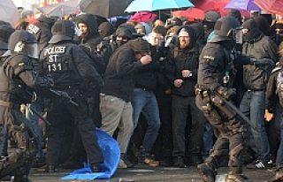 Batı medyası Frankfurt ayaklanmasını bir günde...
