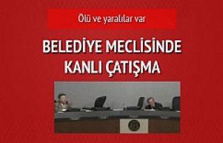 Belediye meclis salonunda kanlı çatışma!