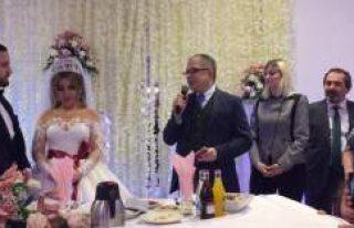 Büyükelçi Emre Yunt, Stockholm'de düğüne...