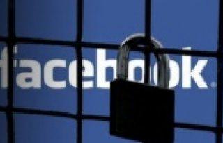 Dikkat! Facebook özel mesajlarınızı takip ediyor!