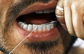 Dişçiye gerek yok! Bunu yapın bembeyaz olacaklar!