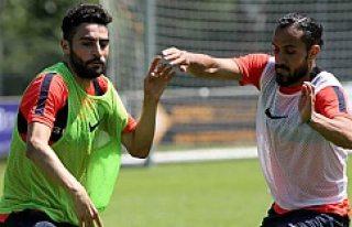 Erkan Zengin, Mehmet Ekici'yi yumrukladı!