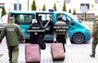 Eşine vize alamayan adam eşini valize koyup sınırdan...
