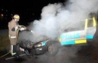 Farsta'da polis arabalarını yaktılar