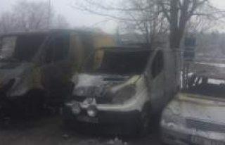 Fittja'da park halindeki 3 araç kundaklandı