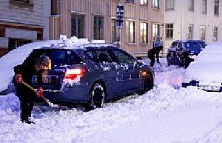 Göteborg'de Kar Hayatı Durdurdu