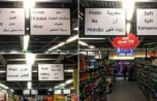 ICA Süper Marketinde Arapça afişler...