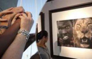 Irkçı sergiye tepki yağdı