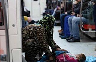 İşte Dram! Evsiz anne çocuğu ile metro'ya...