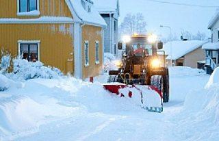 İsveç'e 2 metre kar yağdı